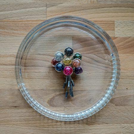 Skleněná brož Wired Pin