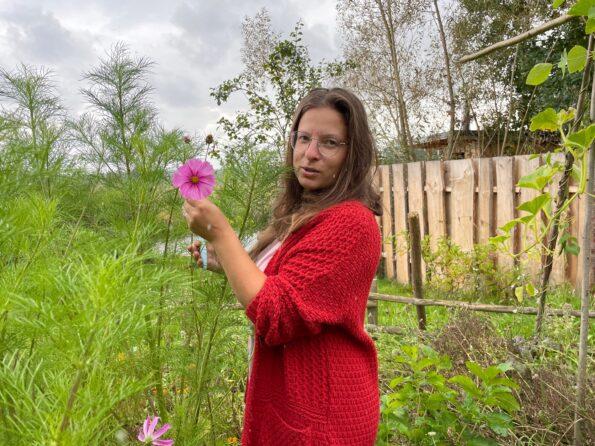 Zuzka Lavičková ve své zahradě